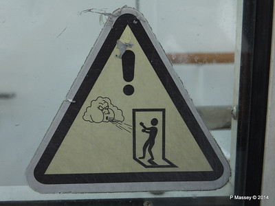 LOUIS CRISTAL Beware of the Wind sign 06-02-2014 07-11-51