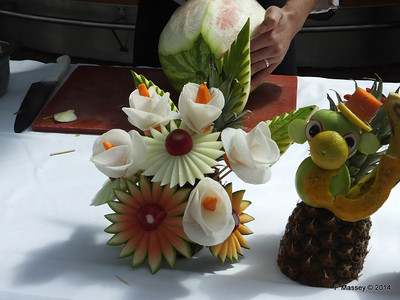 LOUIS CRISTAL Riviera Pool Fruit & Vegetable Carving 04-02-2014 11-40-17