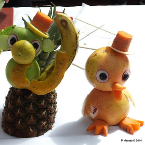 LOUIS CRISTAL Riviera Pool Fruit & Vegetable Carving 04-02-2014 11-40-26