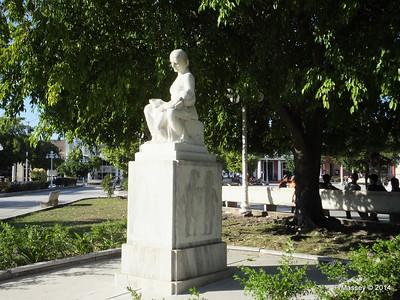 Statue Parque Garcia Holguin 05-02-2014 16-10-010