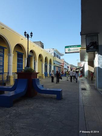 Calle Libertad Liberty Street Holguin 05-02-2014 15-49-37