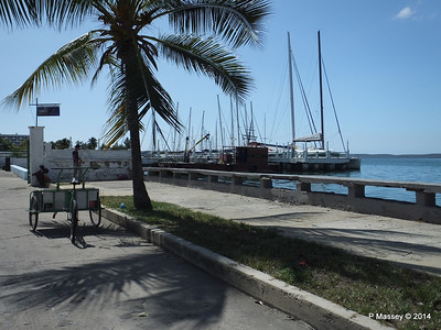Along Calle 35 approaching the Yacht Club 08-02-2014 12-34-35