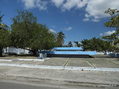 Along Avenida 22 Punta Gorda Cienfuegos 08-02-2014 12-28-24