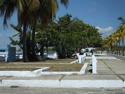 Along Avenida 22 Punta Gorda Cienfuegos 08-02-2014 12-28-17