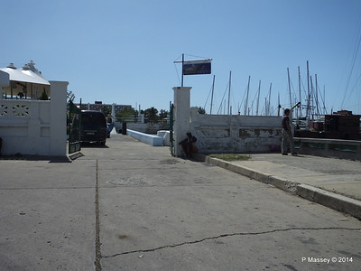 Yacht Club perimeter along Avenida 12 08-02-2014 12-34-38