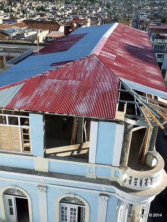 Cubatur office under renovation Heredia y General Lacret Santiago de Cuba 06-02-2014 16-32-53