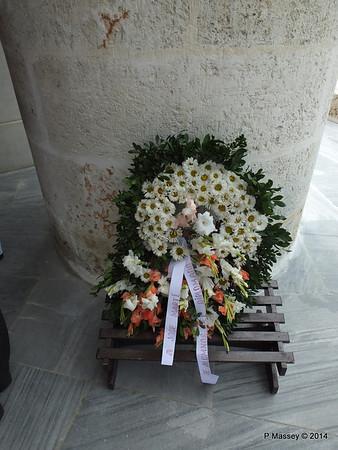 Flowers for Jose Marti Santa Ifigenia Cemetery 06-02-2014 13-07-51