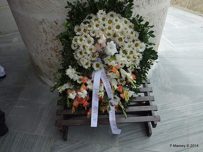 Flowers for Jose Marti Santa Ifigenia Cemetery 06-02-2014 13-07-47