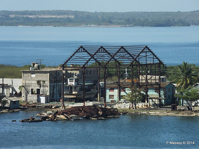 Wreck & ferry on stocks Reina - Cienfuegos 08-02-2014 10-47-03