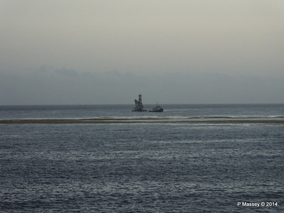 Unknown Tug & Dredger Rig Havana 03-02-2014 07-10-40