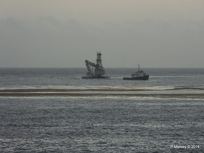 Unknown Tug & Dredger Rig Havana 03-02-2014 07-10-47