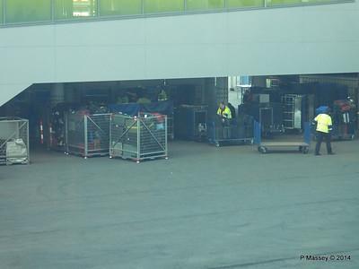 Loading Luggage by Crate Cruise Terminal Altona Hamburg PDM 08-11-2014 15-29-50