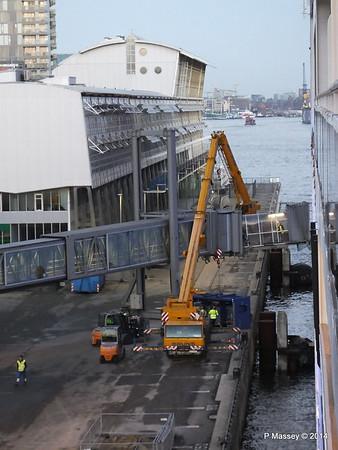 Loading Luggage by Crate Cruise Terminal Altona Hamburg PDM 08-11-2014 16-49-13