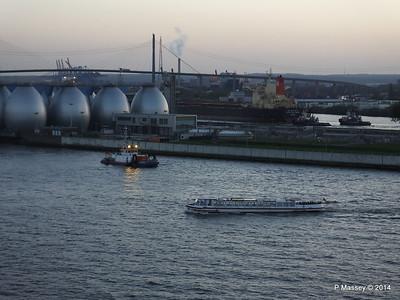 NJORD ms HAMBURGER DEERN Hamburg PDM 08-11-2014 16-33-027