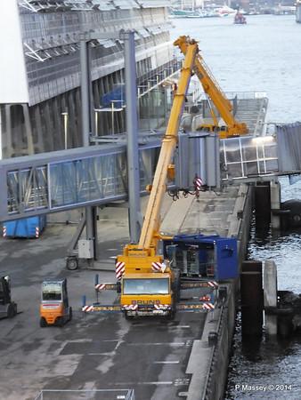 Loading Luggage by Crate Cruise Terminal Altona Hamburg PDM 08-11-2014 16-49-24