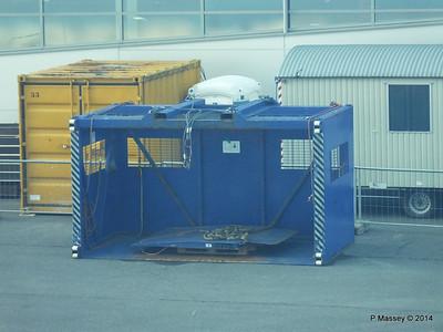 Loading Luggage by Crate Cruise Terminal Altona Hamburg PDM 08-11-2014 15-29-54