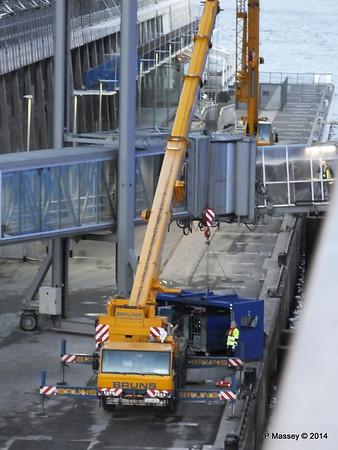 Loading Luggage by Crate Cruise Terminal Altona Hamburg PDM 08-11-2014 16-48-59