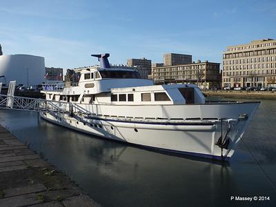 CAROLINE Closed Oyster Bar Bassin du Commerce Le Havre PDM 10-11-2014 16-45-39