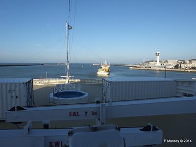 DANIEL LAVAL over MSC MAGNIFICA Bow Le Havre PDM 10-11-2014 10-40-48