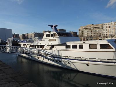 CAROLINE Closed Oyster Bar Bassin du Commerce Le Havre PDM 10-11-2014 16-46-00
