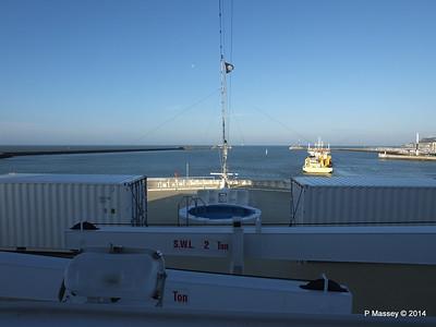 DANIEL LAVAL over MSC MAGNIFICA Bow Le Havre PDM 10-11-2014 10-40-035