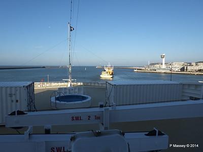 DANIEL LAVAL over MSC MAGNIFICA Bow Le Havre PDM 10-11-2014 10-40-47