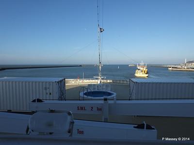 DANIEL LAVAL over MSC MAGNIFICA Bow Le Havre PDM 10-11-2014 10-40-34