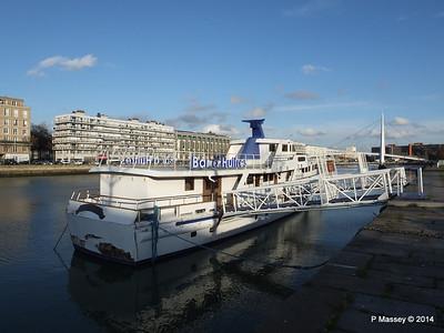 CAROLINE Closed Oyster Bar Bassin du Commerce Le Havre PDM 10-11-2014 16-46-57