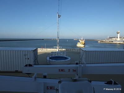 DANIEL LAVAL over MSC MAGNIFICA Bow Le Havre PDM 10-11-2014 10-40-43