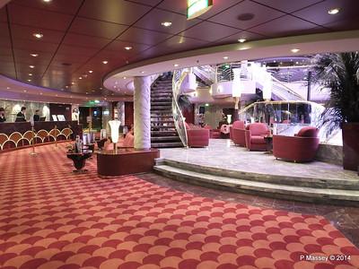 Le Gocce Reception Atrium MSC MAGNIFICA PDM 09-11-2014 16-30-30