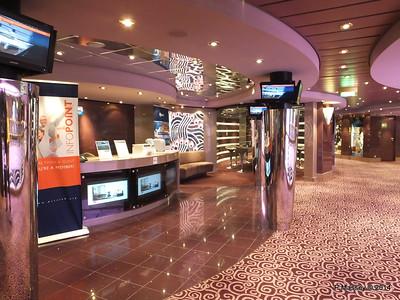 MSC Club Desk Cyber Cafe Deck 7 port MSC MAGNIFICA PDM 09-11-2014 12-32-30