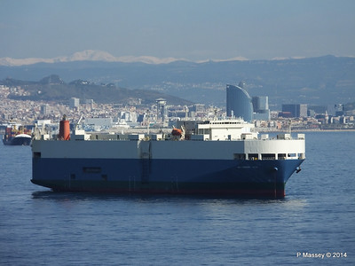 AQUARIUS ACE IMOLA EXPRESS behind Barcelona Roads PDM 06-04-2014 09-48-00