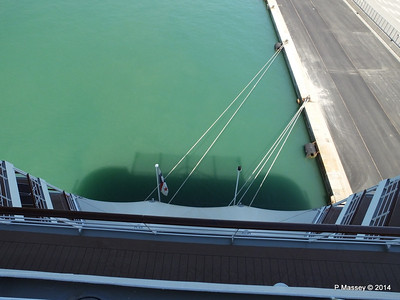 Over the stern MSC SINFONIA PDM 06-04-2014 12-45-18