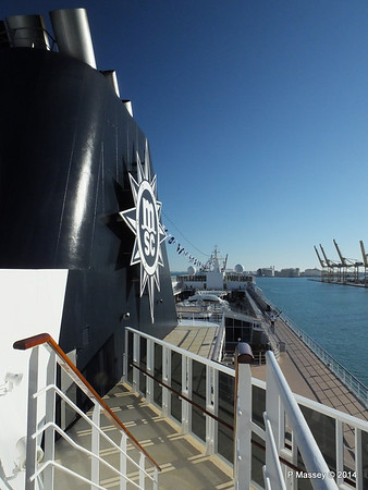 Funnel & fwd over MSC SINFONIA PDM 06-04-2014 16-28-44