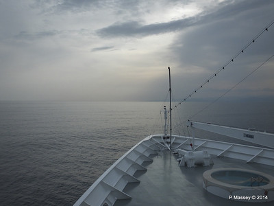 Over the bow sunset Deck 9 MSC SINFONIA PDM 05-04-2014 16-12-22
