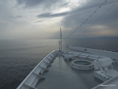 Over the bow sunset Deck 9 MSC SINFONIA PDM 05-04-2014 16-12-15