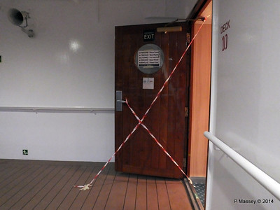 Door Varnishing Deck 10 aft MSC SINFONIA 07-04-2014 18-34-05