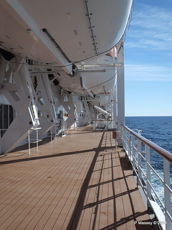 Port Promenade MSC SINFONIA PDM 06-04-2014 08-32-03