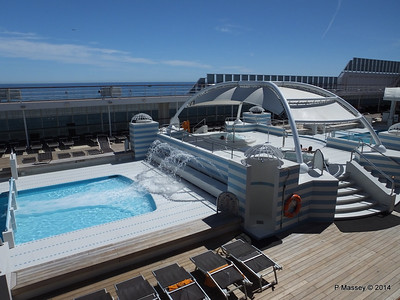 Jacuzzis between pools MSC SINFONIA PDM 06-04-2014 12-28-07