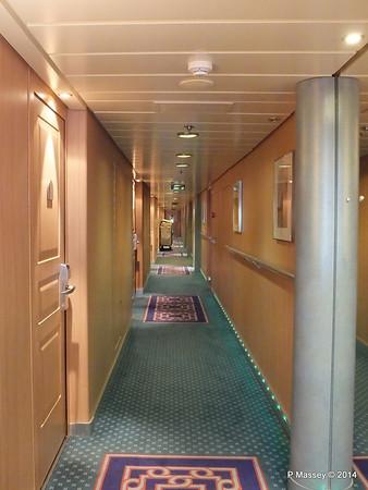 Hallway Deck 12 fwd port MSC SINFONIA PDM 07-04-2014 05-42-18