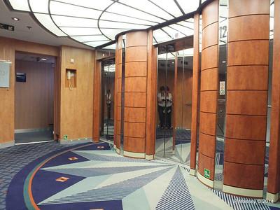 Lift Lobby Deck 12 fwd MSC SINFONIA PDM 07-04-2014 05-41-29