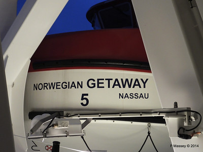 NORWEGIAN GETAWAY Starboard Promenade PDM 15-01-2014 07-48-14
