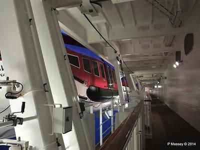 NORWEGIAN GETAWAY Starboard Promenade PDM 15-01-2014 07-48-38