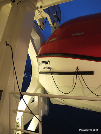 NORWEGIAN GETAWAY Starboard Promenade PDM 15-01-2014 07-47-55