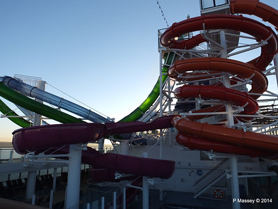 Whip & Freefall Waterslides NORWEGIAN GETAWAY PDM 14-01-2014 08-35-13
