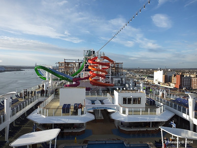 Market Place to Whip & Freefall Waterslides NORWEGIAN GETAWAY PDM 14-01-2014 14-53-58