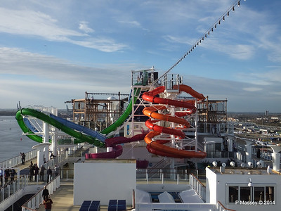 Whip & Freefall Waterslides NORWEGIAN GETAWAY PDM 14-01-2014 14-54-25