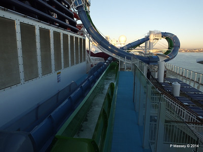 Freefall Waterslide Catchers NORWEGIAN GETAWAY PDM 14-01-2014 08-30-03