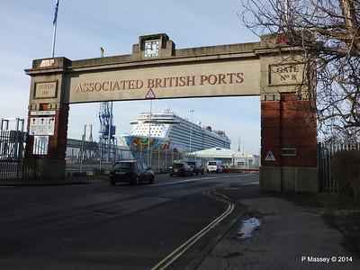 NORWEGIAN GETAWAY Dock Gate 8 Southampton PDM 14-01-2014 11-53-38
