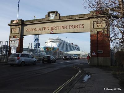NORWEGIAN GETAWAY Dock Gate 8 Southampton PDM 14-01-2014 11-53-43